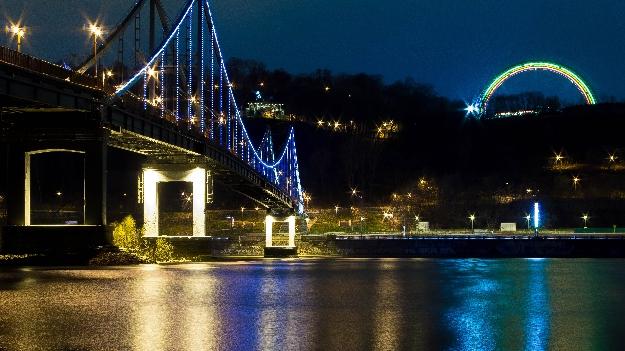 Пешеходный мост с подсветкой (фото 5)