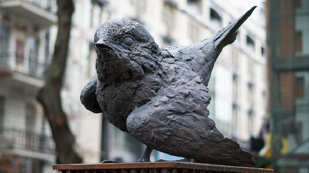 скульптура интеллигент воробей