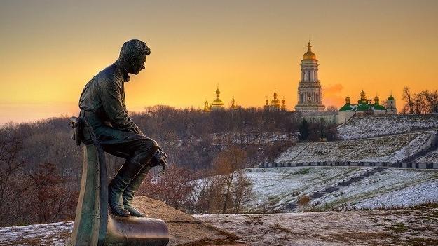 Памятник Леониду Быкову в Киеве