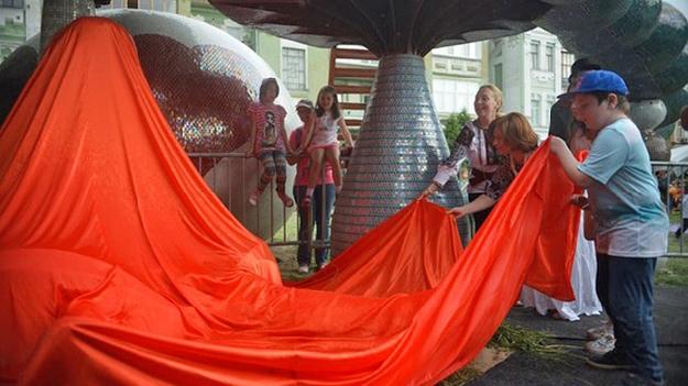Открытие новой скульптуры Алиса, фото