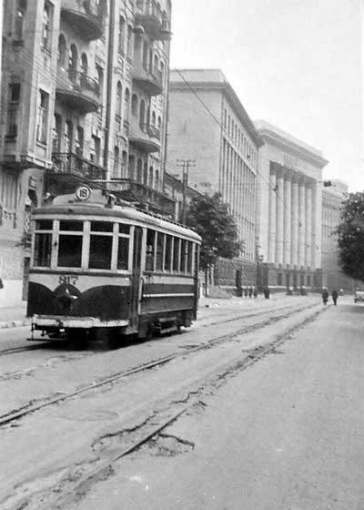 Трамвай № 18 на ул. Банковой. 1941